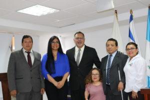 Egresados, cuerpo directivo de la ECC  y del CONADI