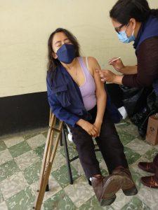 Personas con discapacidad física recibe primera dosis de vacuna contra el COVID-19